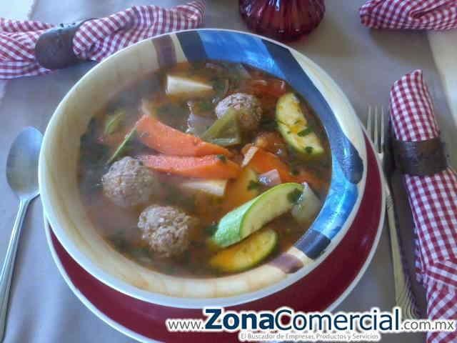 hoy martes tenemos de comida economica albondigas de res muy ricas o tostadas con carne y sopa del dia acompañado con agua de sabor