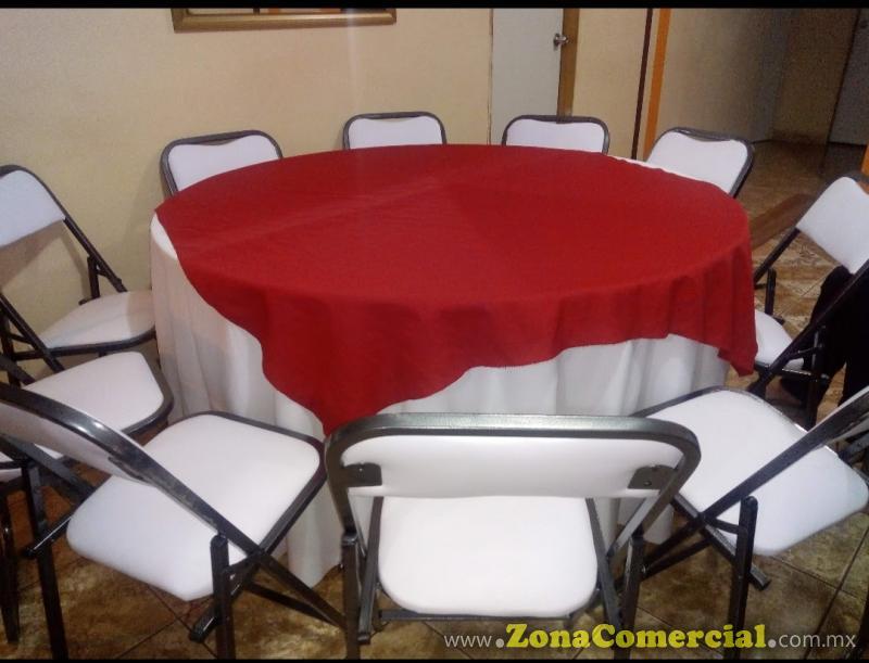 mesas redondas para 10 personas con mantel y cubre mantel
