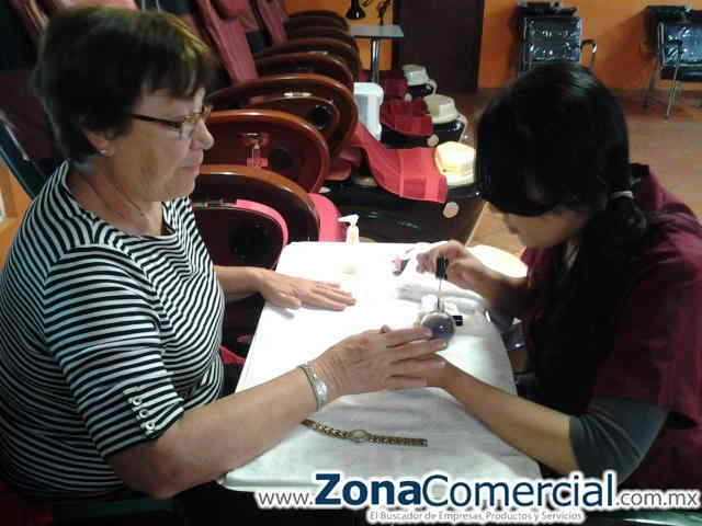 MANICURE in Los Algodones