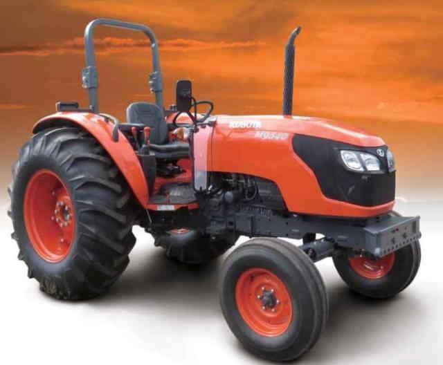 TRACTOR DIESEL KUBOTA M M9540-MEX El M9540 de tracción sencilla es econó labores de barbecho, corte, empaque, e Gran capacidad hidráulica Con una gran capacidad de bombeo de 64.3L, el M9540 2WD se distingue con tiempo de opración más rápidos en los implementos como son : rastras, arados, empacadoras, pala frontal,etc. incrementando enormemente la productividad y facilidad de la labor. Los cilindros externo hidráulicos también incrementan la potencia de elevación y ofrecen un mantenimiento aún más fácil. Potencia y motor que en conjunto con tren motriz se logra un excelente rendimiento El M9540 monta un motor diésel V3800DI-T de 3769 cc, que genera una gran potencia con 4 válvulas con un sistema de inyección directa que logrando eficientar el combustible. Además de contar con un turbo para lograr el máximo poder que usted necesita, llevará a cabo trabajos duros y específicos con las ventajas de un tractor tracción sencilla.