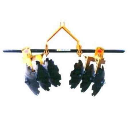 """Bordeadora Cañera Implemento diseñado y fabricado con la más alta calidad Altura de trabajo de la barra portaherramientas de 90 cm. Cuenta con 5 ángulos verticales para enfrentamiento de discos Así como con 5 ángulos horizontales para el mismo fin Distancia entre discos de sección de 9 pulgadas. <br> Enganche de tres puntos, categoría ii  Ancho de corte ajustable  Barra porta herramienta en sección cuadrada de 2 ¼ x 2.40 metros en acero c-1060  Chumaceras de discos con baleros auto alineables para flecha cuadrada de 1 ½""""  Eje de sección cuadrada de 1 ½""""  Discos dentados de 24 x ¼"""" con barreno cuadrado de 1 ½""""  Marcos para sección de alto despeje  Torre de enganche completamente soldada  Peso total de 420 Kg.  Nombre del equipo: bordeadora de discos para uso cañero modelo BCK"""